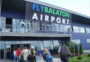 fly balaton sarmellek 300x209 Újraindul a sármelléki Fly Balaton repülőtér aktualis hirek